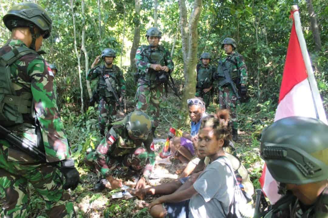 Mama Lusi : Banyak Terima Kasih, Bapak TNI Membantu Keluarga Saya