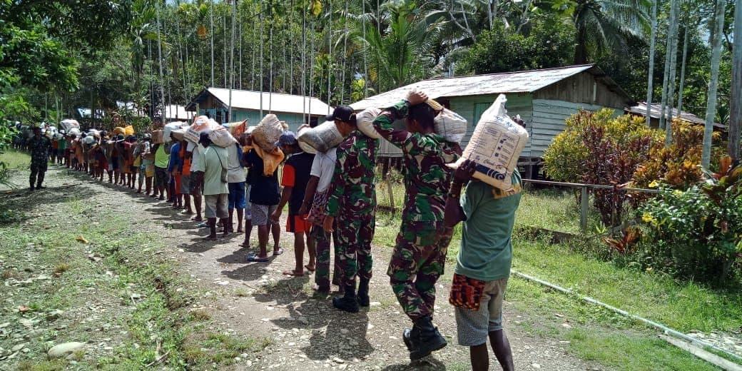 Jalin Silaturahmi dan Kenali Budaya, Satgas Yonif R 509 Hadiri Perkawinan Adat Papua