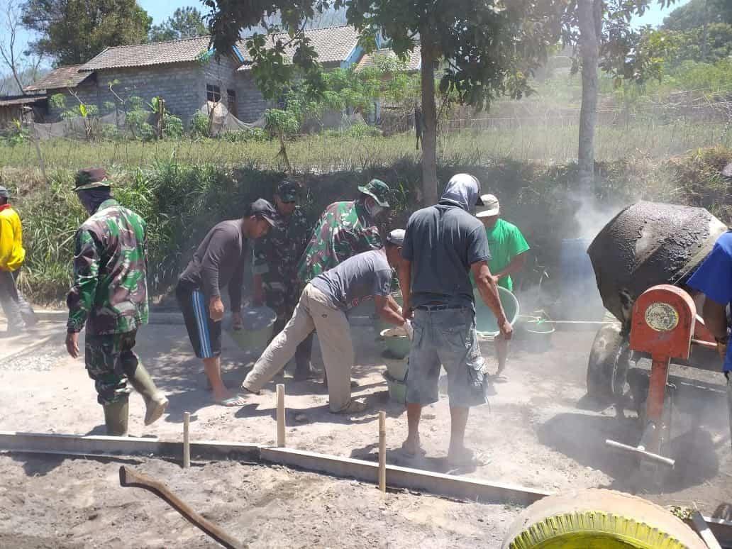 Betonisasi Jalan, Koramil Musuk Tingkatkan Kehidupan Warga Lereng Gunung Merapi