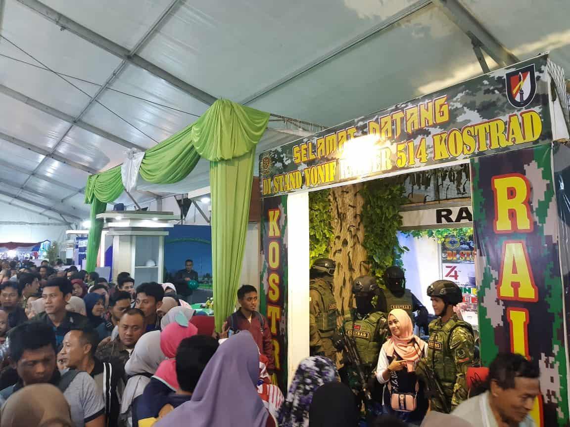 Festival Muharram, Warga Bondowoso Antusias Kunjungi Stand Yonif R 514/K