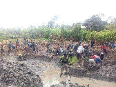 Bangun Kolam Ikan di Yambi, Inovasi Satgas Yonif R 514 Sejahterakan Warga Papua