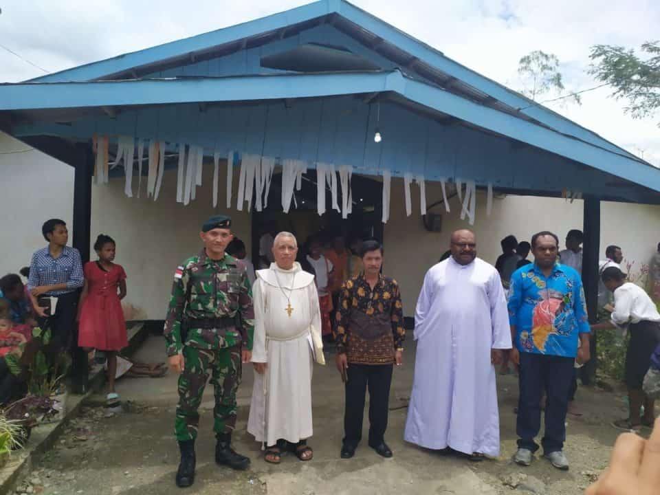 Sukseskan Acara Krisma, Satgas Yonif R 300 Jaga Kerukunan Umat Beragama di Papua