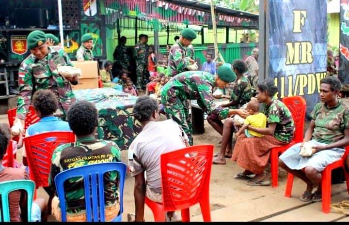 Perkuat Silaturahmi, Satgas Yonif 411Gelar Lesehan Bersama Warga Sota