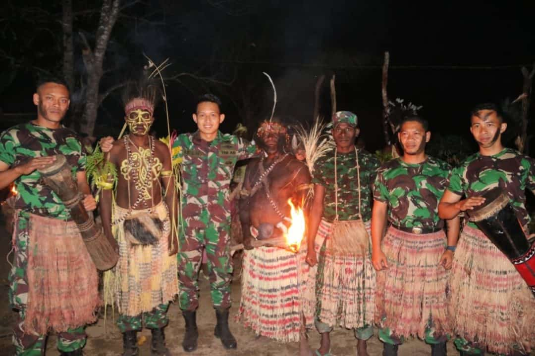 Tiga Putra Suku Kanum Dilantik Jadi Prajurit TNI AD, Ketua Suku Undang Satgas Yonif MR 411