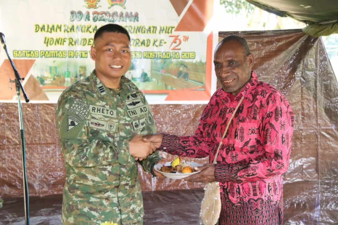 Berikan Santunan Anak Yatim, Satgas Yonif R 509 Bangun Kebersamaan di Perbatasan RI-PNG