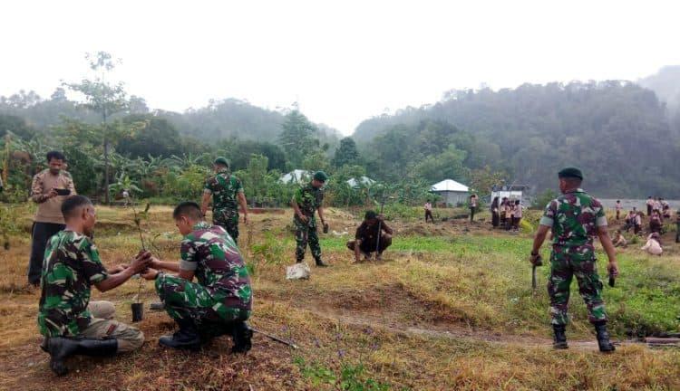 Lestarikan Alam, Satgas Yonif RK 136 Tanam Ribuan Pohon di Ambon