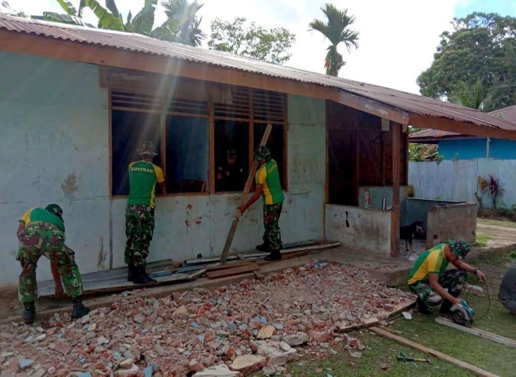 Tingkatkan Kualitas Pendidikan di Tapal Batas, Satgas Yonif MR 411 Renovasi SD Rawa Biru