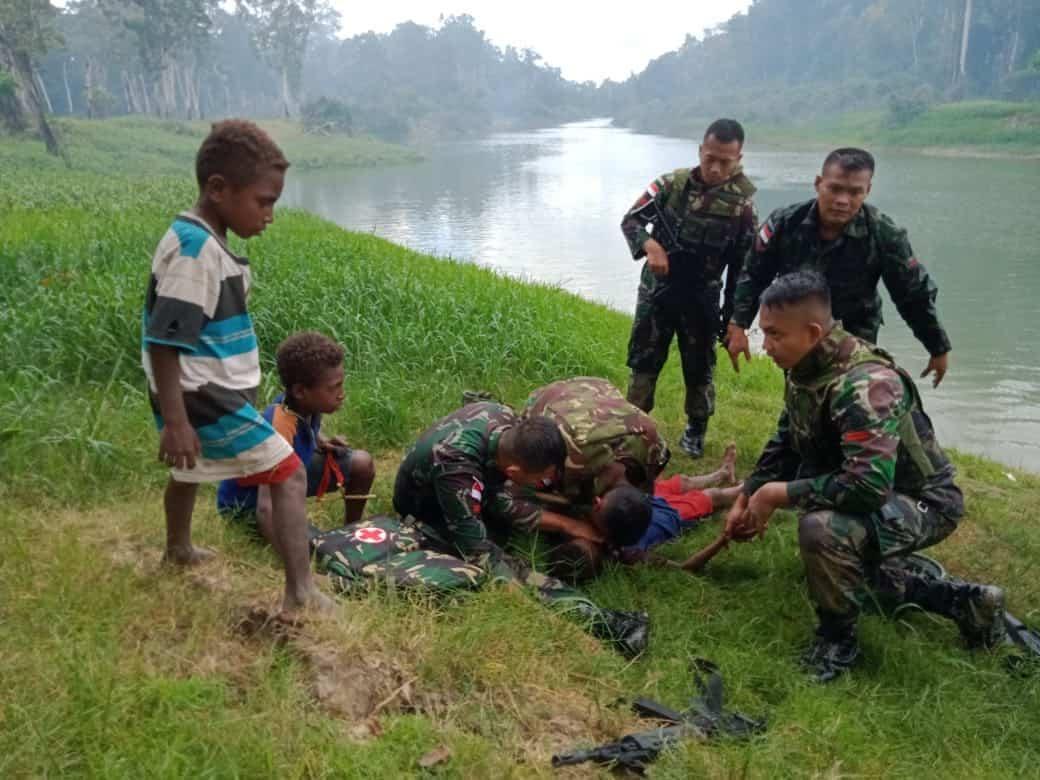 Aksi Heroik, Prajurit Satgas 411 Kostrad, Selamatkan Anak Tenggelam di Sungai Warma