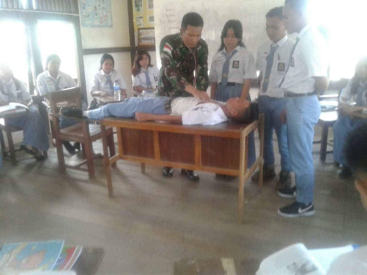 Kekurangan Guru Kesehatan, Satgas Raider 301/PKS Datangkan Dokter untuk Tenaga Pendidik di Perbatasan