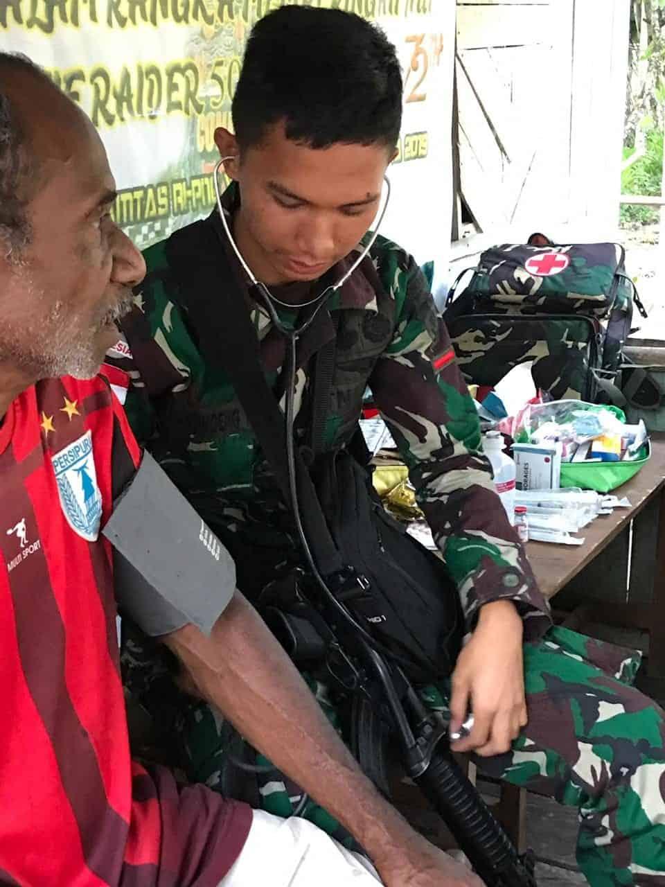 Pengobatan Door To Door Satgas Yonif R 509, Peduli Lansia di Papua