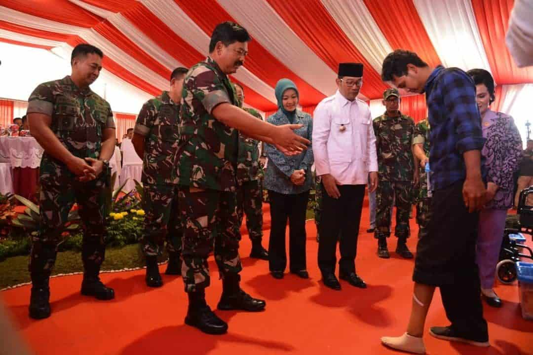 Peringati HUT Ke-74 TNI, Kasad Tinjau Karbak dan Baksos TNI di Kodam Siliwangi