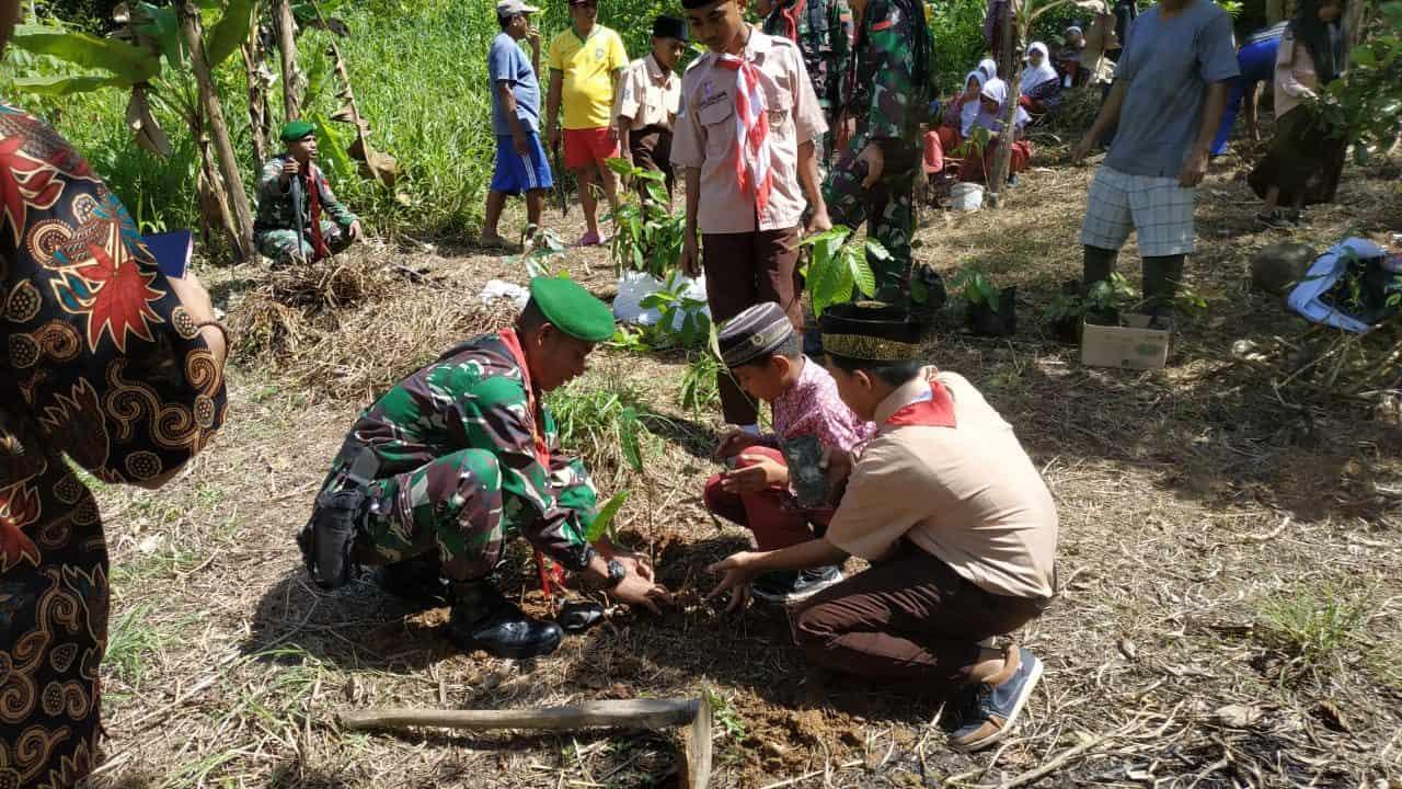 Cegah Kerusakan Lingkungan, Satgas Yonif 734/SNS Laksanakan Penghijauan