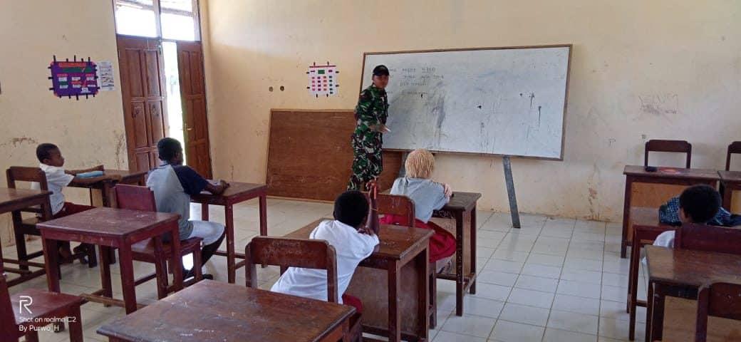 Satgas Pamtas Yonif R 509 Mengajar, Peduli Masa Depan Anak Papua