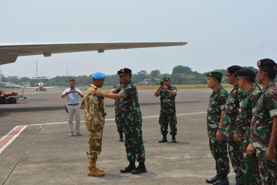 Gemilang, Purna Tugas Satgas Kizi TNI Konga XXXVII E Terima Penghargaan Militer dari Presiden Afrika Tengah
