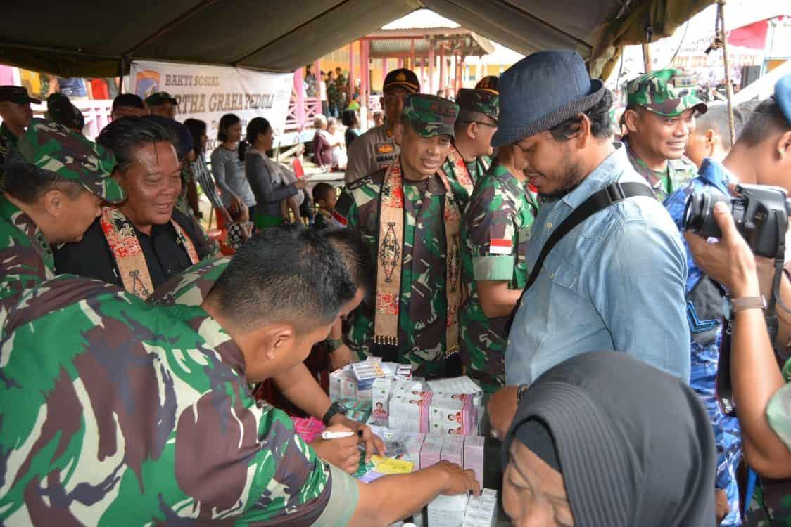Ribuan Warga Serbu Bakti Sosial Kodam XII/Tanjungpura di Entikong