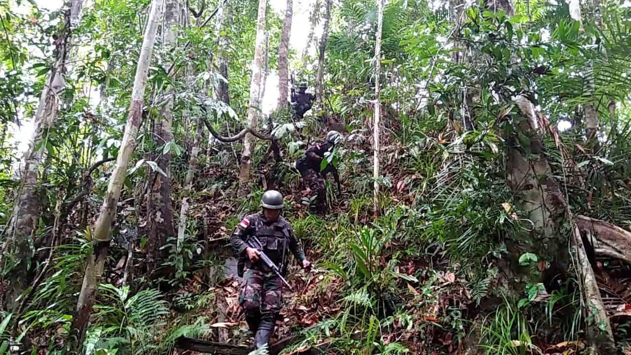Peduli Kelesatarian Alam Papua, Satgas Yonif R 300 Laksanakan Patroli Pembalakan Liar