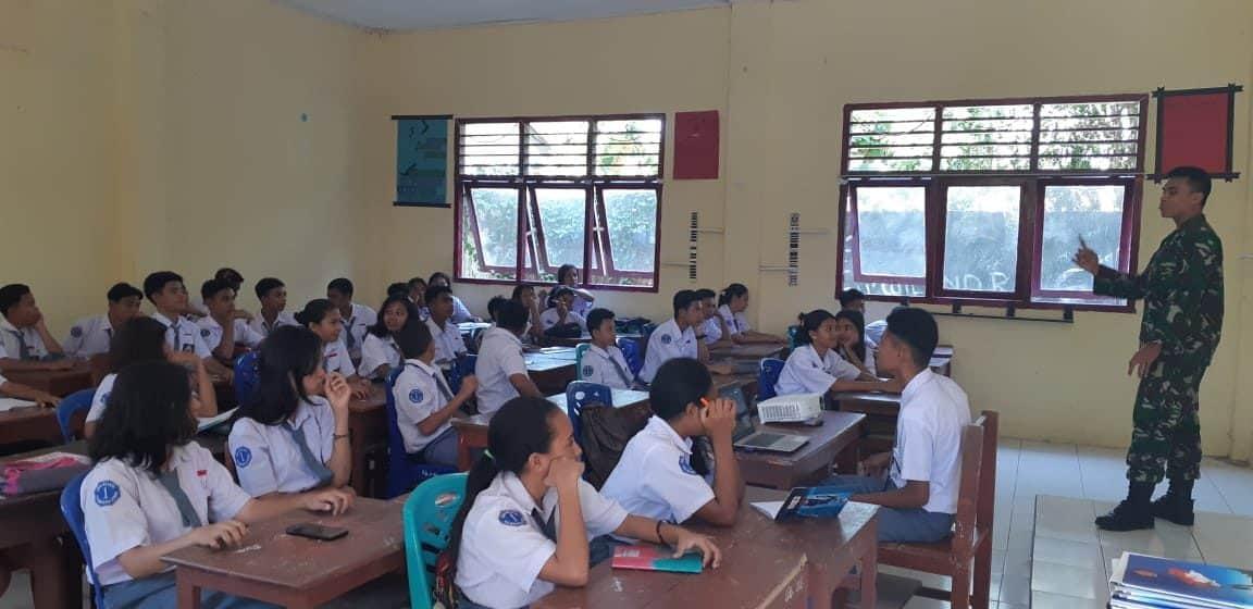 Edukasi Bahaya Narkoba ke Pelajar, Satgas Yonif 734 Semangati Generasi Milenial di Halmahera Utara