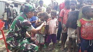 Peduli Kesehatan Warga Papua, Satgas Yonif R 300 Gelar Pengobatan Massal Kampung Terpencil di Keerom