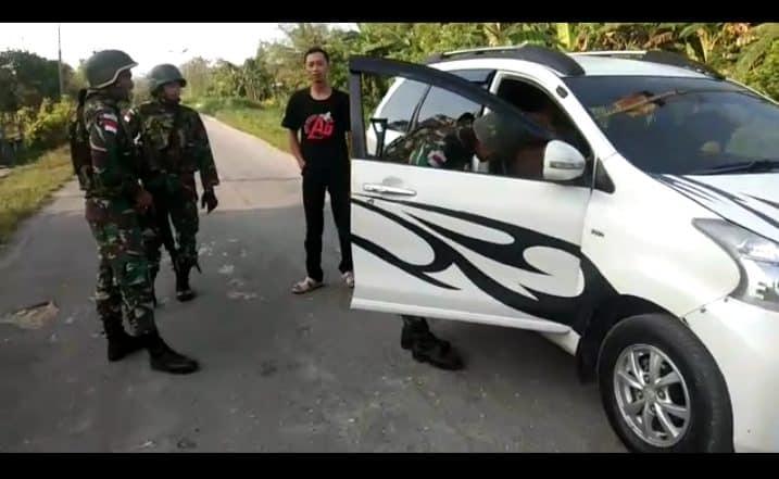 Pemeriksaan Kendaraan Satgas Yonif R 300, Cegah Pelanggaran Lintas Batas
