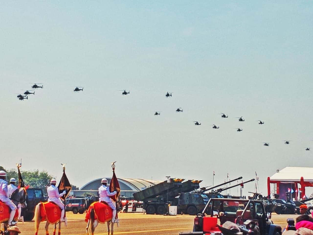 22 Heli Penerbad Payungi Perayaan HUT ke-74 TNI