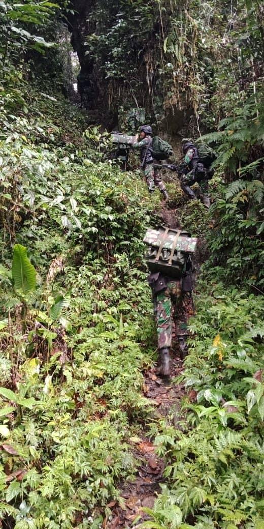 2 Hari Susuri Hutan, Gunung dan Sungai, Satgas Yonif 509 Yakinkan Kondisi Tapal Batas Negeri