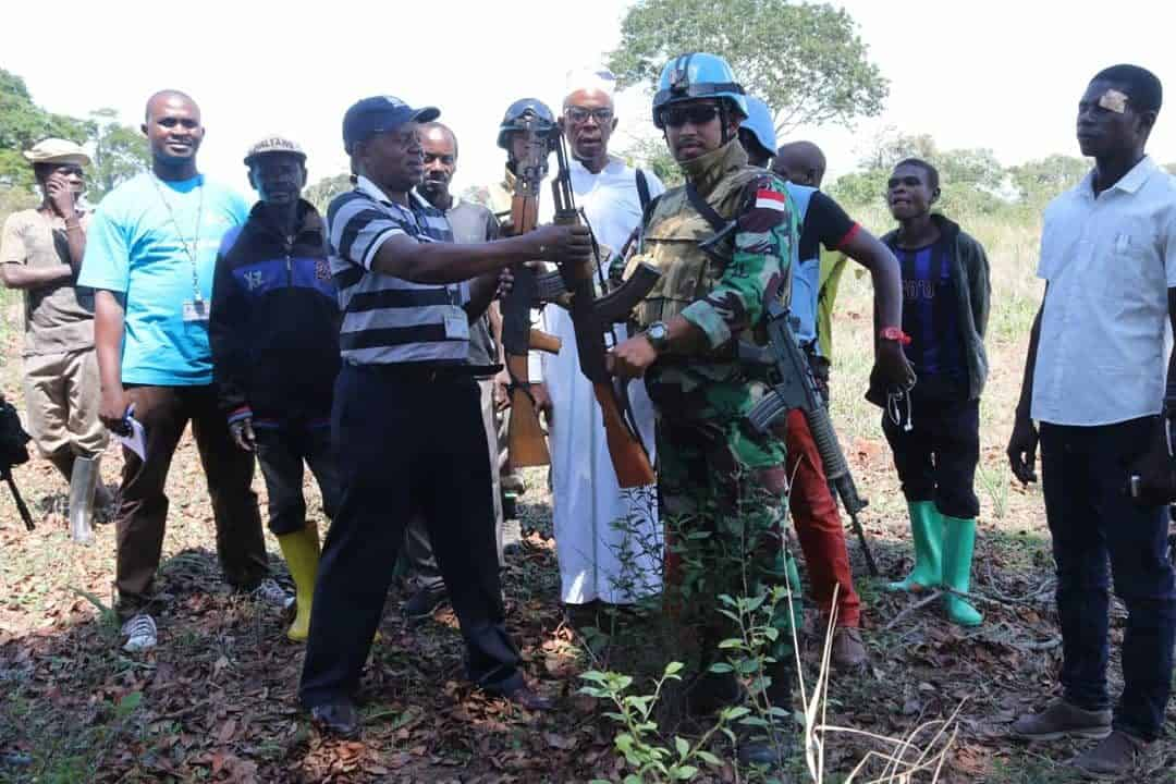 Akhiri Operasi Gabungan, Satgas Indo RDB MONUSCO Terima 42 Pucuk AK 47 dari Warga Kongo
