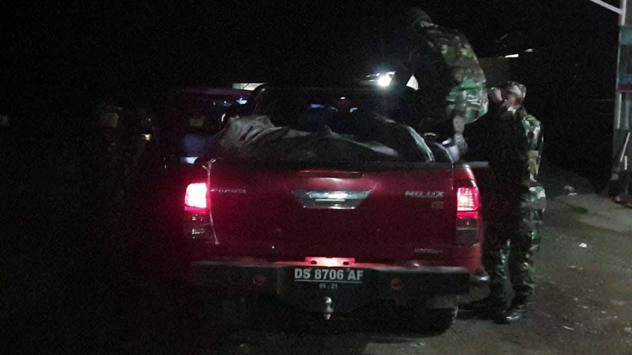 Cegah Pelanggaran Lintas Batas, Satgas Pamtas Yonif R 300 Giatkan Pemeriksaan
