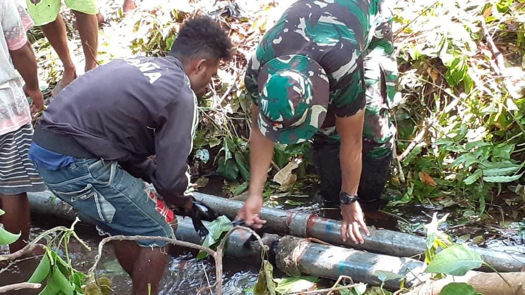 Empat Jam Berjalan Mencari Kerusakan Pipa, Ternyata Patah Tertimpa Pohon Tumbang.