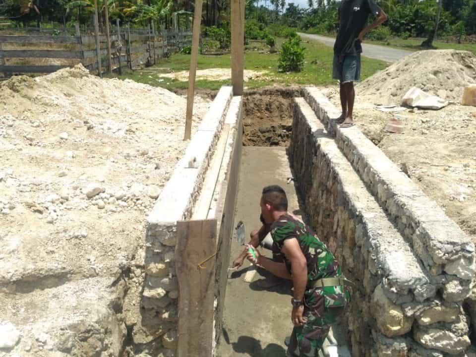 Cegah Banjir, Satgas Yonif 734 Bangun Sanitasi di Halmahera Timur