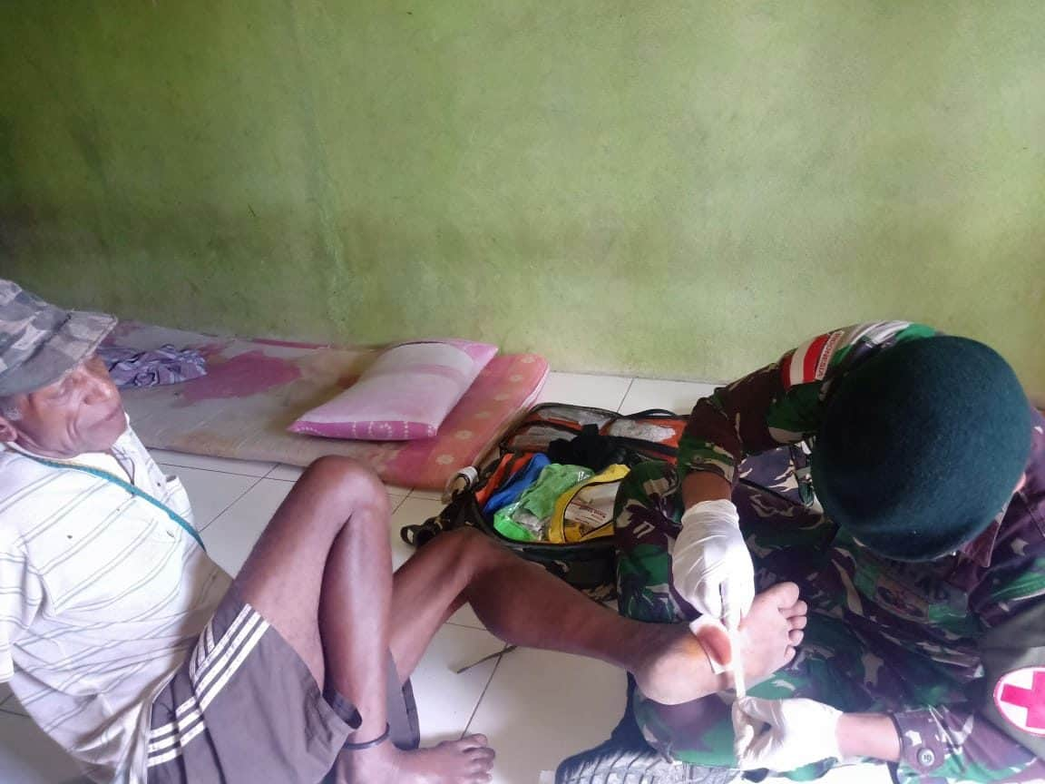 Wujudkan Kebersamaan dan Kesehatan Warga Papua, Satgas Yonif R 300 Gelar Pengobatan di Mannem