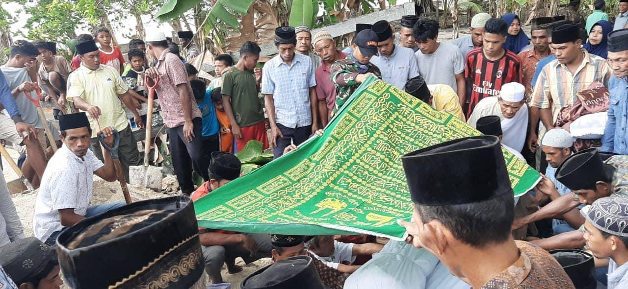 Ikut Bela Sungkawa, Satgas Yonif 734 Hadiri Pemakaman Tokoh Agama di Maluku
