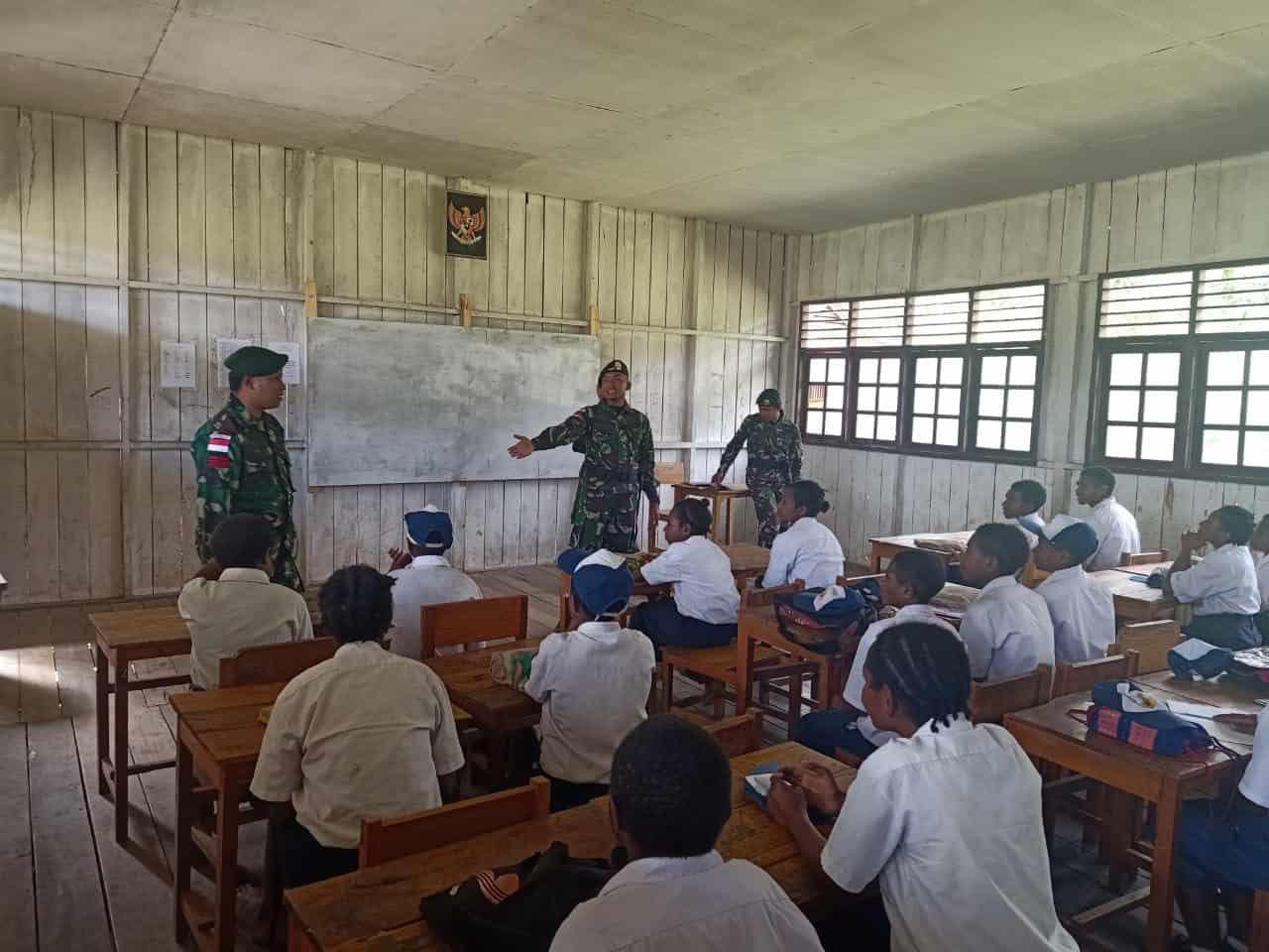 Tingkatkan Cinta Tanah Air, Satgas Yonif R 509 Berikan Materi Wasbang Kepada Pelajar di Wiltas