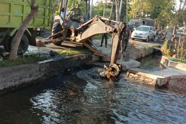 Budidaya Ikan, Yonzipur 18/YKR Tingkatkan Perekonomian Warga Desa Keramas