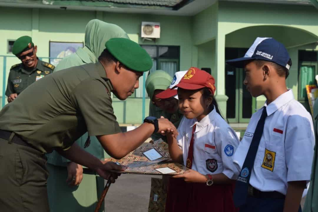 Pangdam IV Dip Berikan Beasiswa Bagi 18 Anak Prajurit Berprestasi