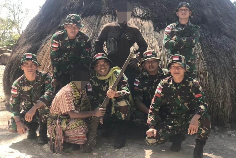 Manunggal Dengan TNI, Warga Perbatasan RI-RDTL Serahkan Senjata ke Satgas Yonif 132