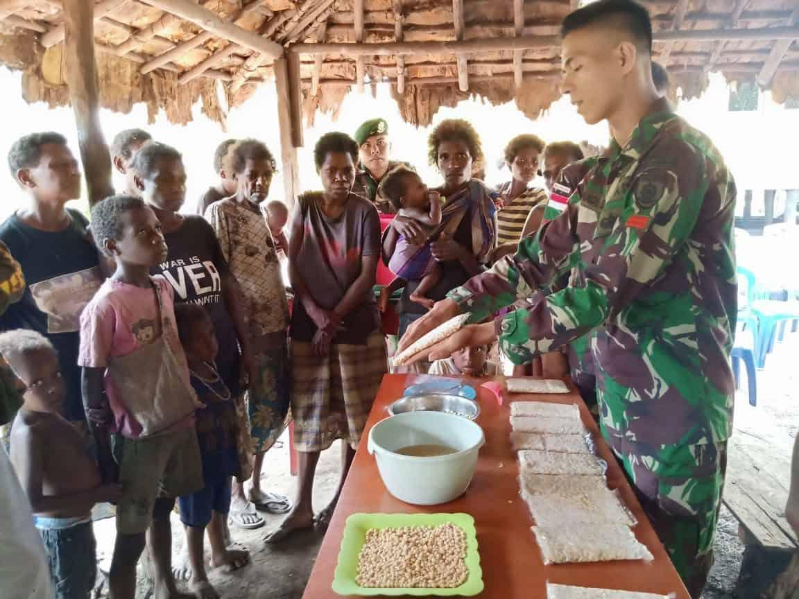 Dirikan Sentra Rumah Produksi Tempe, Satgas Yonif MR 411 Tingkatkan Ekonomi Warga Papua