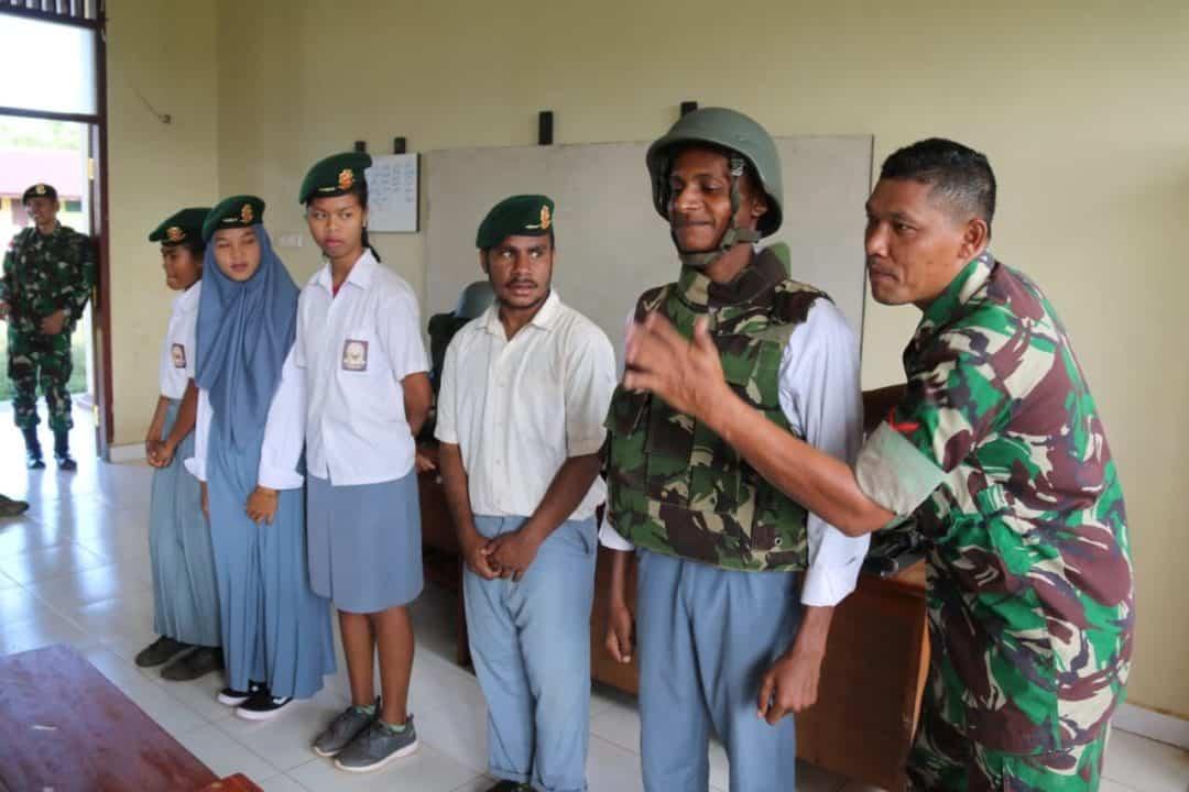 Tumbuhkan Kesadaran Bela Negara, Satgas Yonif 411 Ajak Pelajar SMK Jadi TNI