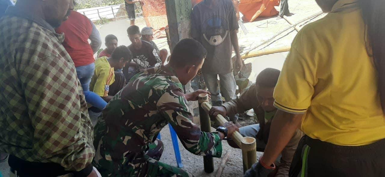 Pelatihan Kerajinan Bambu, Satgas Yonif 142 Tingkatkan Kualitas dan Ekonomi Warga di Wiltas