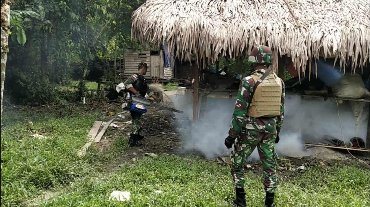 Fogging Satgas Yonif 755, Cegah Malaria di Pedalaman Mamberamo