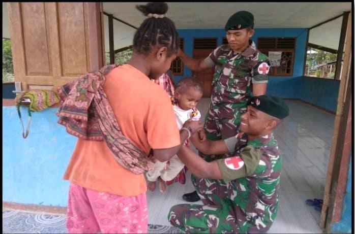 Peduli Kesehatan Balita, Satgas Pamtas Yonif R 300 Gelar Posyandu di Pedalaman Papua