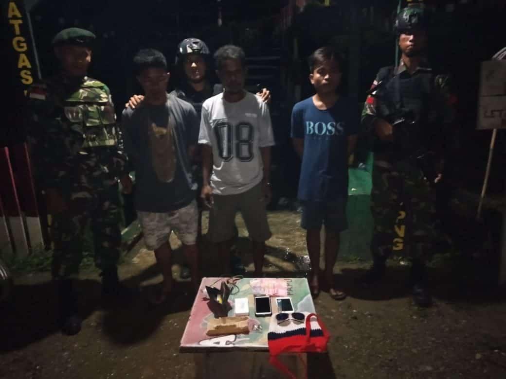 Bawa Ganja, Pelintas Batas RI-PNG Diamankan Satgas Yonif R 300