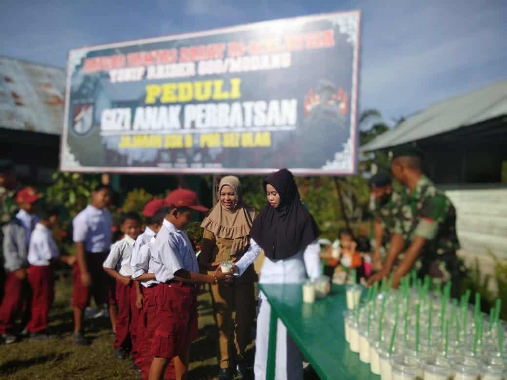 Satgas Pamtas Yonif R 600 Peduli Kesehatan dan Gizi Anak di Perbatasan RI-Malaysia