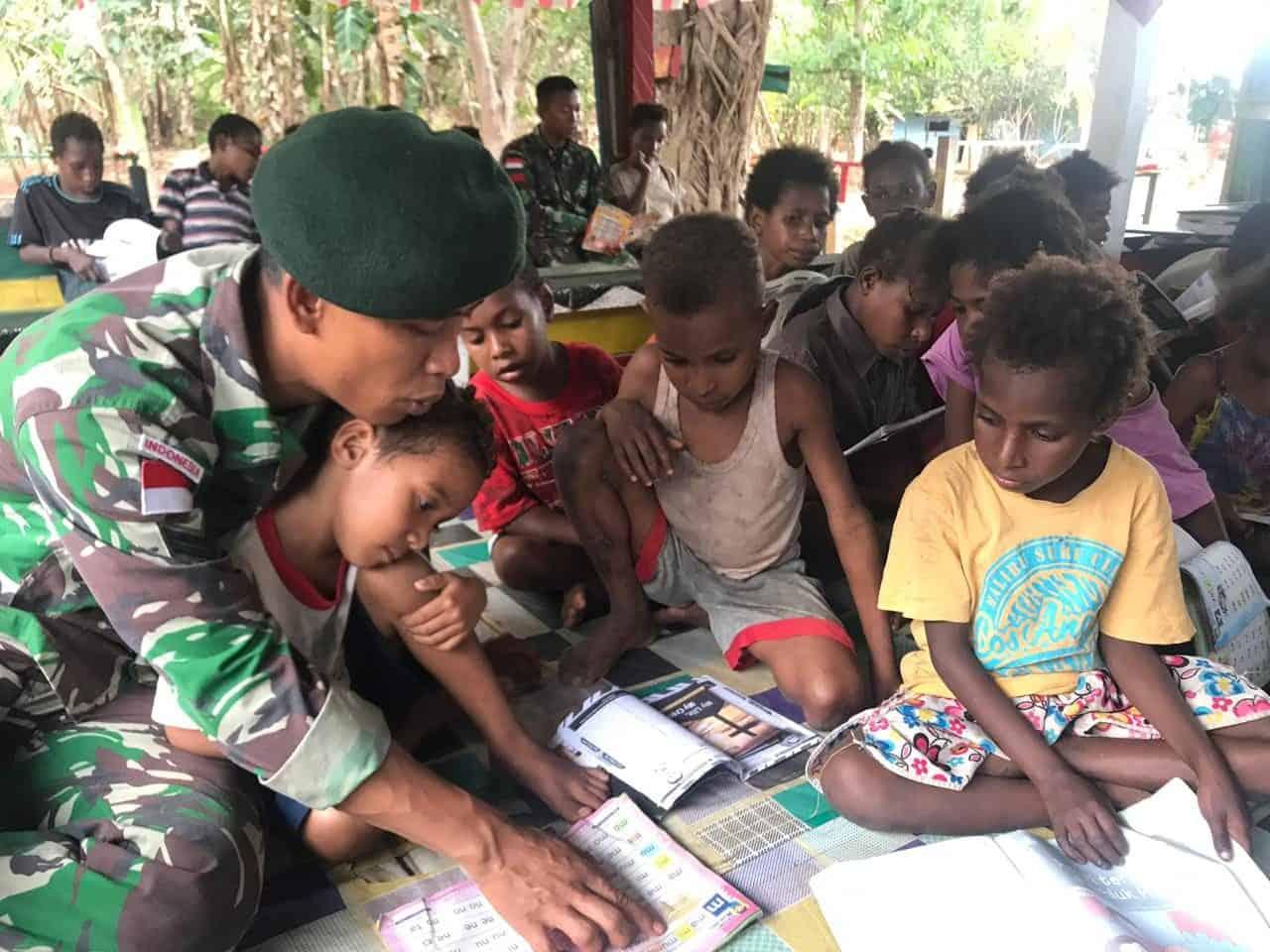 Tingkatkan Kualitas Belajar Anak Papua, Satgas Yonif MR 411 Gelar Bimbel di Yanggandur
