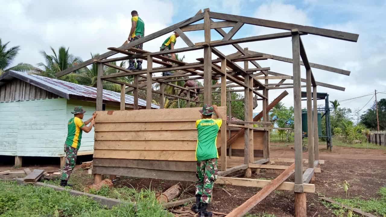 Peduli Ekonomi Warga Papua, Satgas Yonif 411 Bangun Kios Elias Dambujay