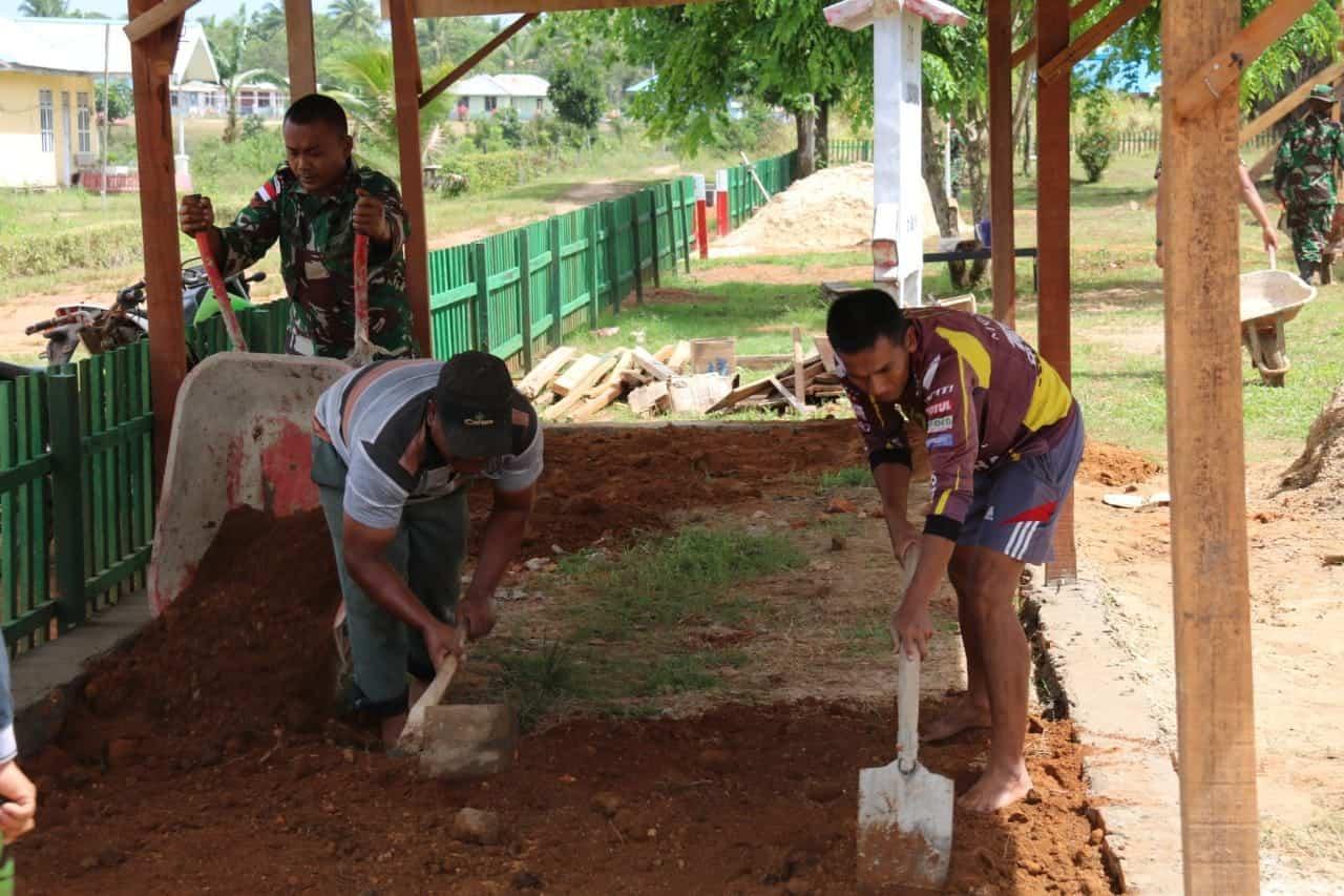 Nyamankan Warga Berobat, Satgas Yonif 411/Pdw Bangun Parkir Puskemas Bupul