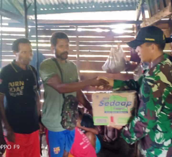 Prihatin Kondisi Warga di Pedalaman Papua, Satgas Yonif 509 Berikan Bantuan