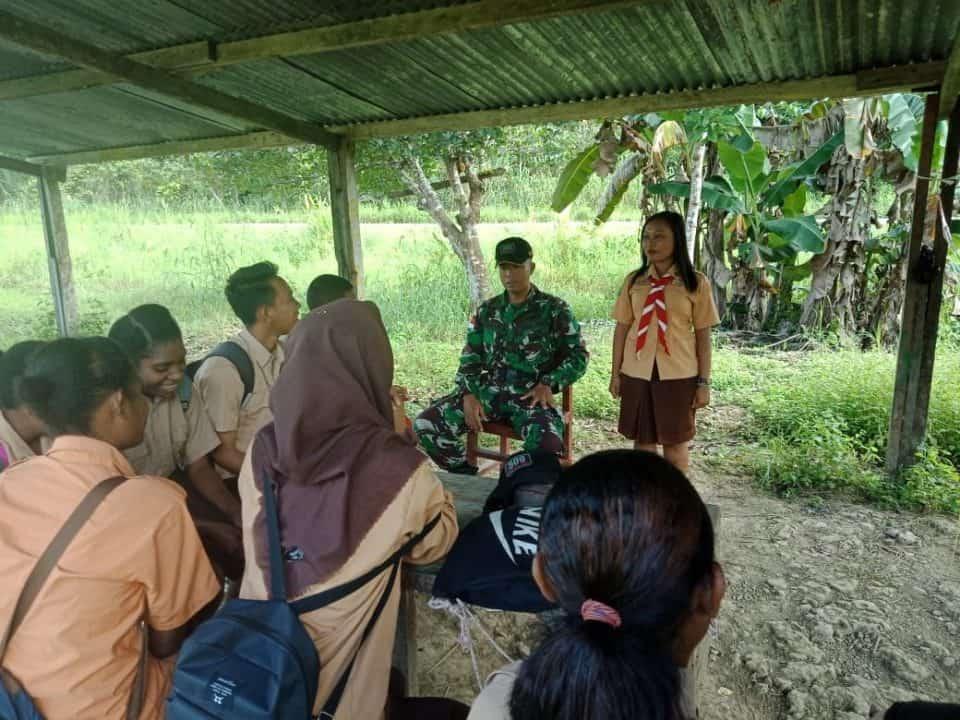 Tingkatkan Disiplin Anak Papua, Satgas Yonif R 509 Latihkan Pramuka