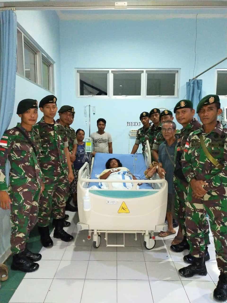 Kekurangan Darah, Marselina Angelina di Tolong Satgas Yonif 303
