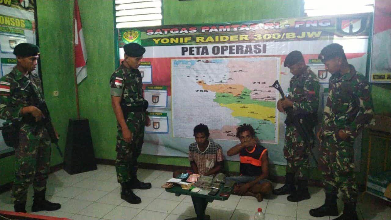 Bawa Ganja 1.5 Kg, Pelintas Batas RI-PNG Diamankan Satgas Yonif R 300