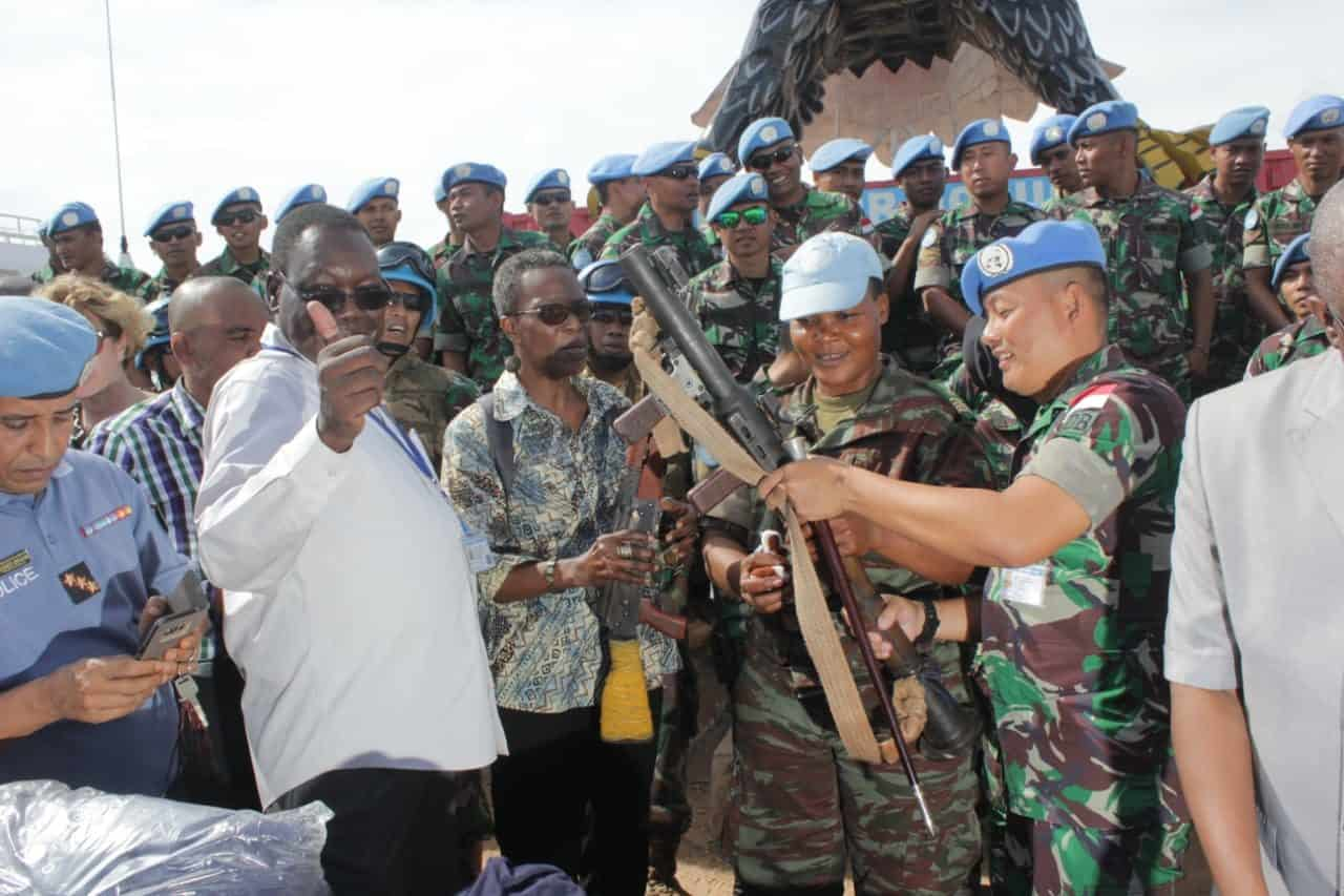 Purna Tugas, Satgas Indo RDB Serahkan 61 Pucuk Senjata dan Ribuan Panah
